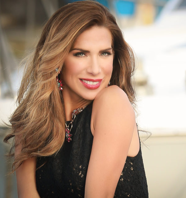 Veronica Maya è una conduttrice televisiva e showgirl italiana